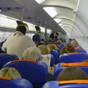 пасажиры в самолете